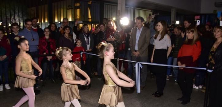 El intendente Gabriel Katopodis y la bailarina principal de Royal Ballet de Londres, Marianela Núñez,inauguraron la Escuela de Danza, Música y Circo, en José León Suárez.