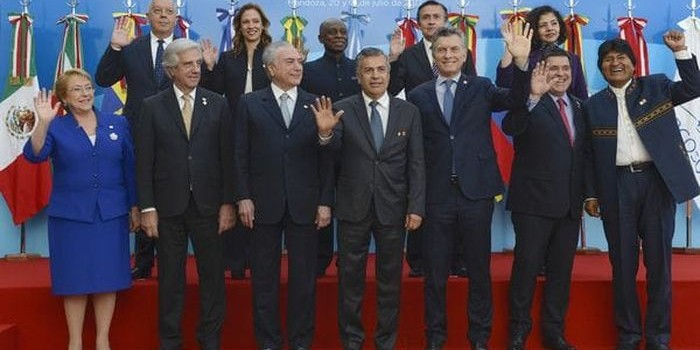 La Cumbre del Mercosur se reunió en Mendoza y redactó un documento final que pone contra las cuerdas a Venezuela. Macri entregó a su par brasileño la presidencia Pro Tempore.