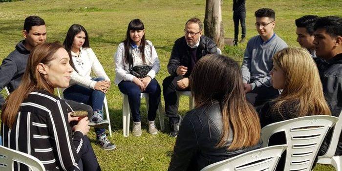 Vidal y Valenzuela desayunaron con estudiantes, en el CEDEM 3. El 21 de septiembre, la gobernadora y el intendente se reunieron con alumnos de escuelas secundarias públicas.