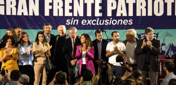 """""""Pino"""" Solanas selló su alianza con varios sectores políticos. Entre otros, lo acompañó en el acto Máximo Kirchner."""