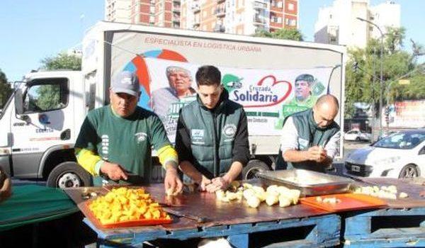El 1 de mayo, y tras la jornada de huelga sin la CGT, Camioneros organizó ollas populares. Allí, Hugo Moyano aseguró que acompañara al candidato que salga del peronismo.