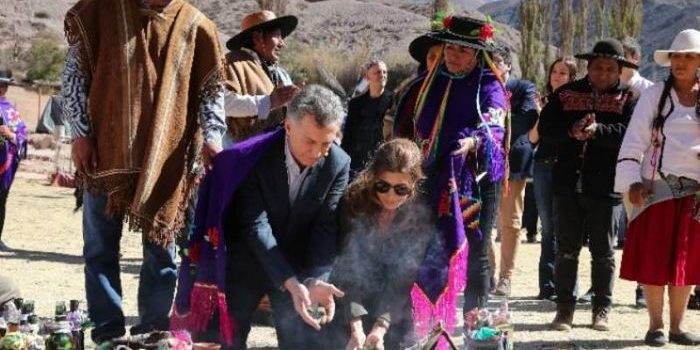 """El presidente Macri estuvo junto a su esposa Juliana Awada en la tradicional ceremonia de la Pachamama en Purmamarca. Allí pidió """"paz, armonía y trabajo para todos""""."""
